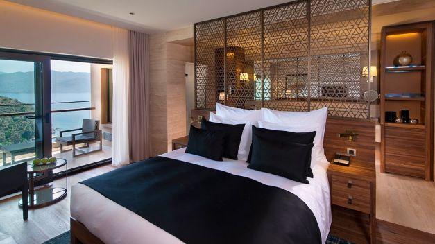009808-18-bedroom
