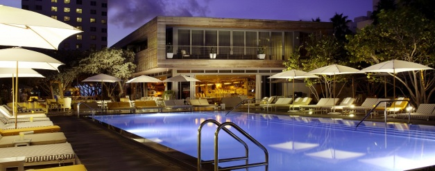 Hyde-Beach-Pool-Deck-at-Night_1000x395