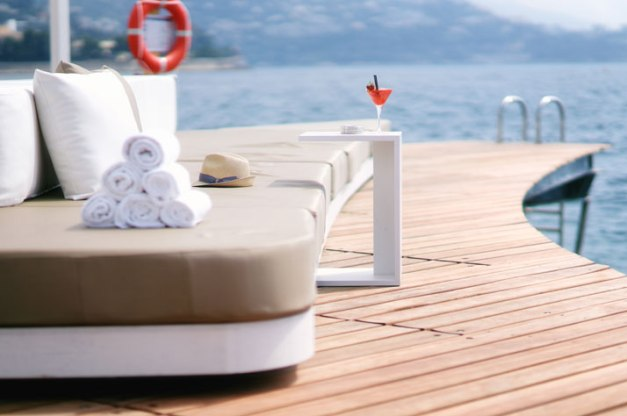 The-New-Floating-Terrace-at-the-Monaco-Life-Club-Humbert-Poyet-yatzer-11
