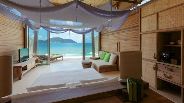 007458-14-Ocean-Front-Villa-bedroom