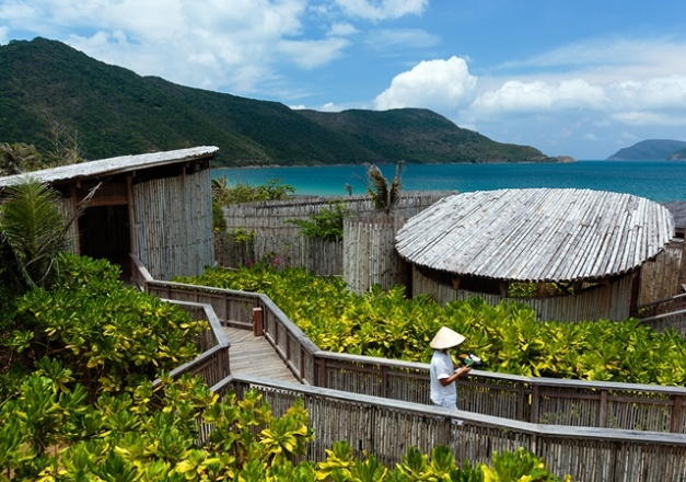 640x450_01_six_senses_spa-outdoor_treatment_rooms
