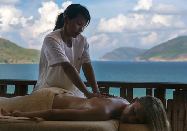 640x450_02_massage_at_six_senses_spa