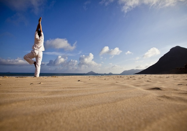 640x450_05_yoga_on_the_beach_r